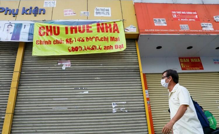 Nhiều mặt bằng kinh doanh đóng cửa chỉ thời gian ngắn sau khi đại dịch xuất hiện. Ảnh: Quỳnh Trần.