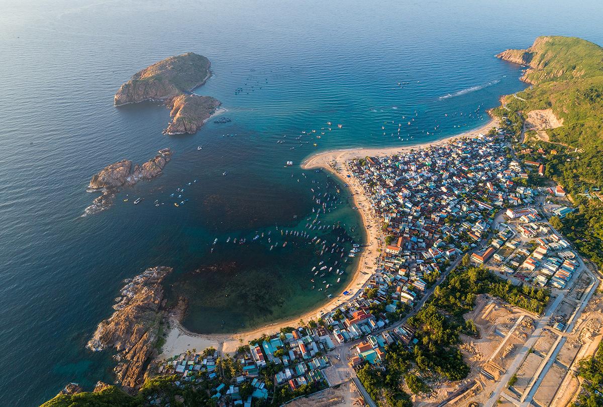 Bãi biển Quy Nhơn nhìn từ trên cao. Ảnh: Trung Phạm.