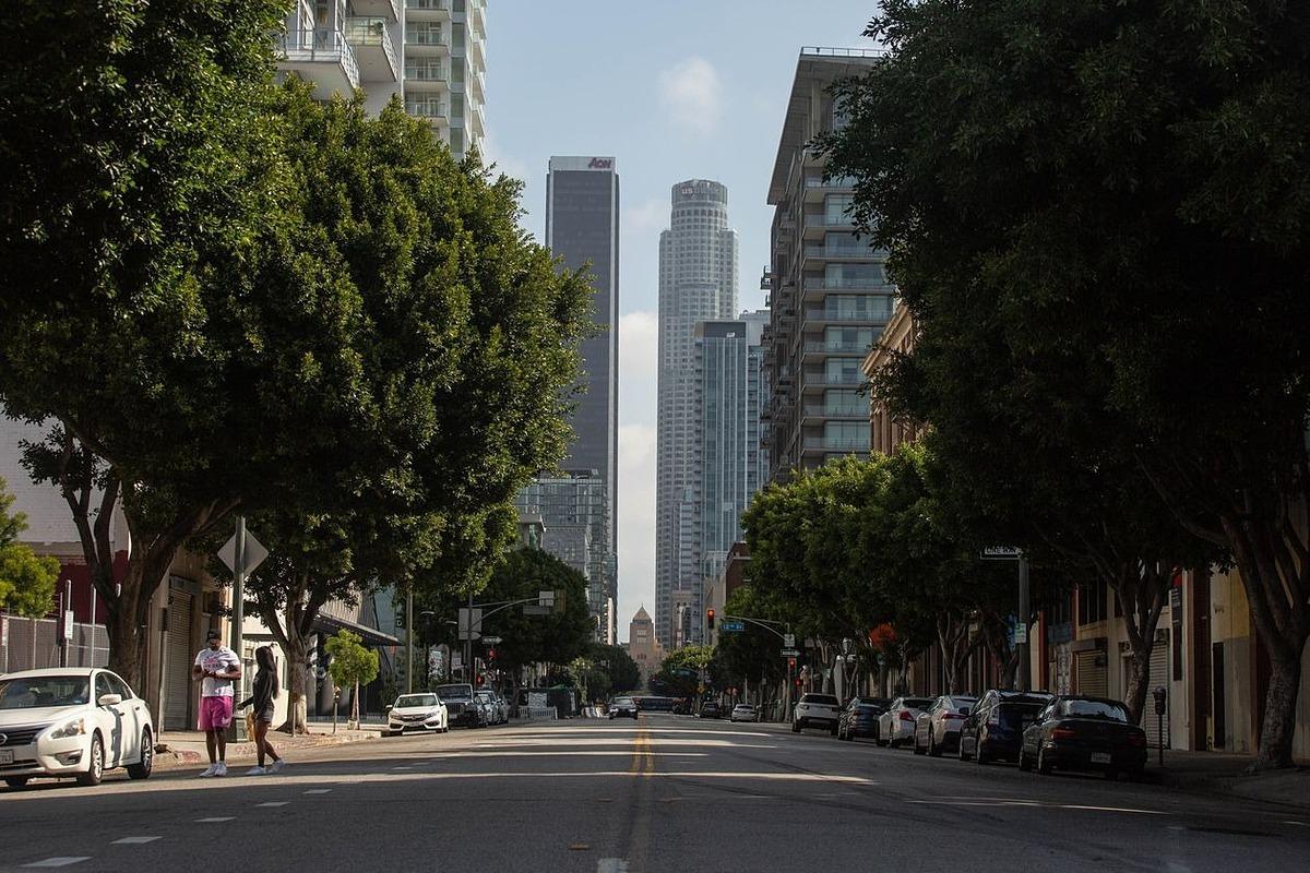 Trung tâmLos Angeles vắng vẻ hôm 12/3. Ảnh: WSJ