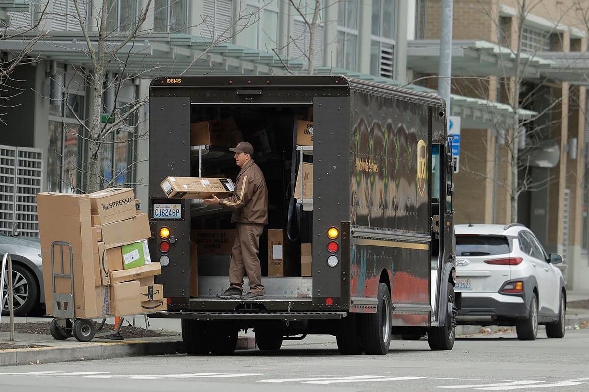 UPS đang chứng kiến bùng nổ giao hàng tận nhà tại Mỹ. Ảnh: AP
