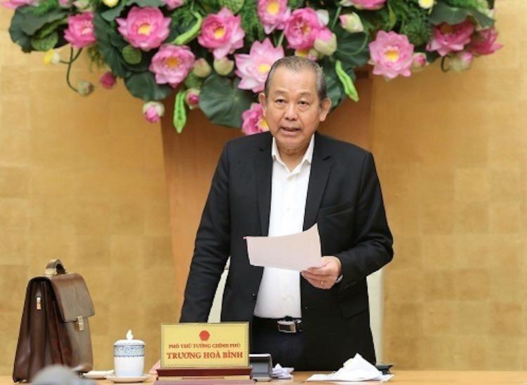 Phó thủ tướng thường trực Trương Hoà Bình chủ trì cuộc họp xử lý 12 dự án yếu kém ngành Công Thương, ngày 3/4. Ảnh: VGP