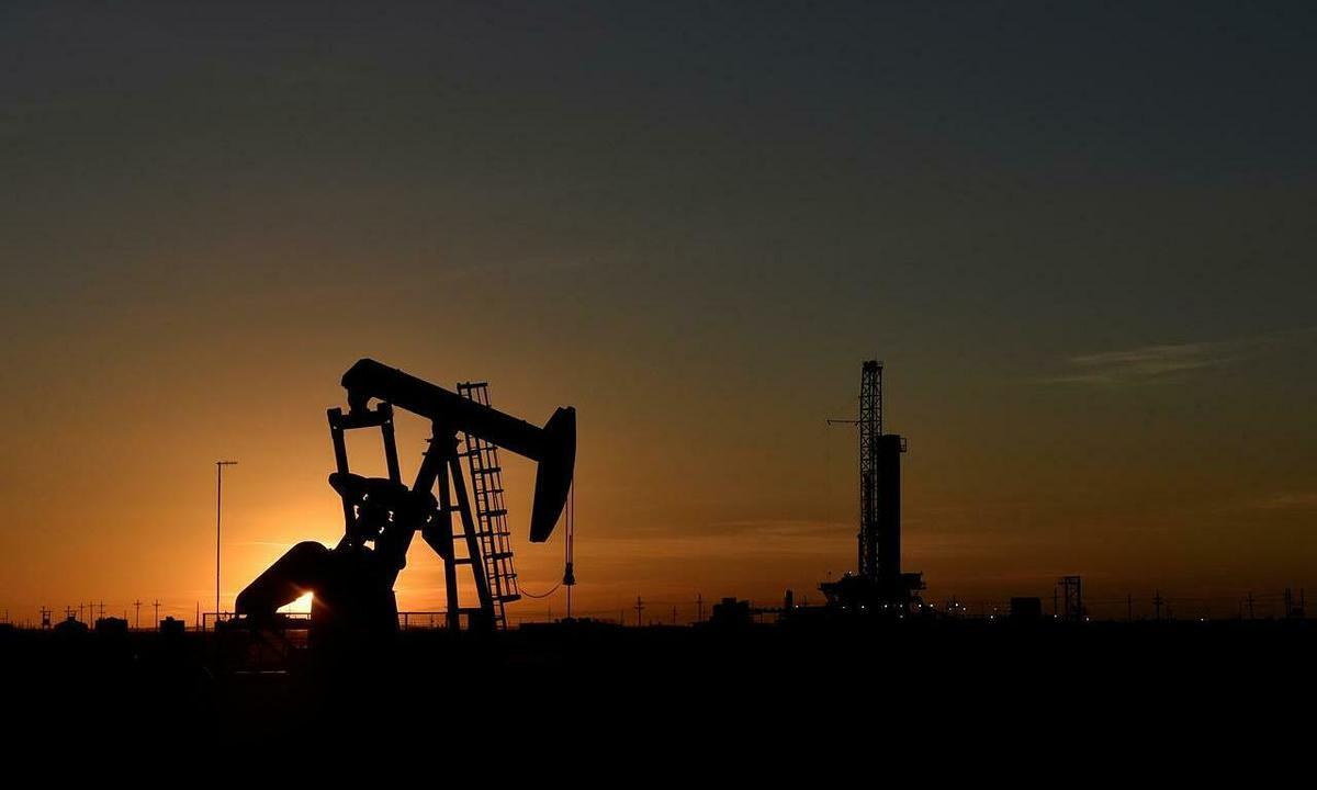 Giá dầu đi xuống vì OPEC+ hoãn họp