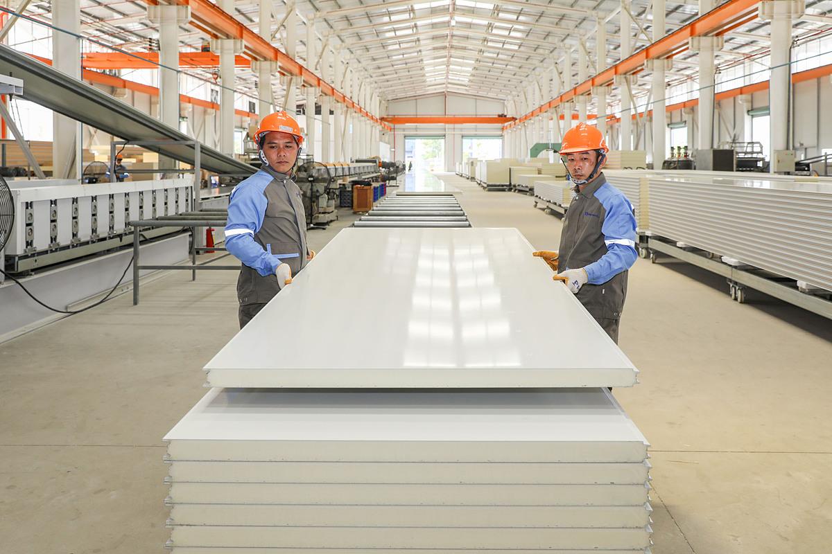 Panel cách nhiệt Pisocy là một trong những vật liệu xanh được thay thế cho gạch nung trong xây dựng hiện đại. Ảnh: Quỳnh Trần.