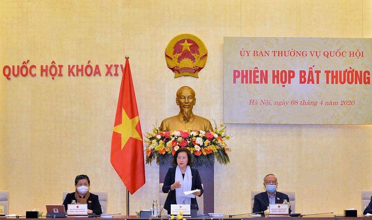 Chủ tịch Quốc hội Nguyễn Thị Kim Ngân chủ trì phiên họp bất thường Uỷ ban Thường vụ Quốc hội ngày 8/4. Ảnh: Trung tâm báo chí Quốc hội
