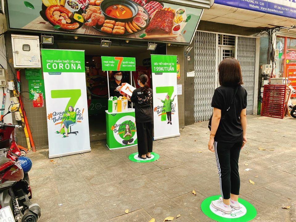 Cửa hàng ăn chuyển qua bán hàng mang về, ship hàng online mùa dịch. Ảnh: Foodhouse.
