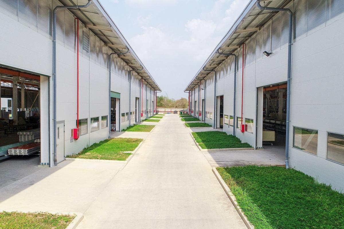 Một công trình kho xưởng xây dựng bằng vật liệu panel cách nhiệt tại khu công nghiệp Tân Phú Trung, TP HCM.