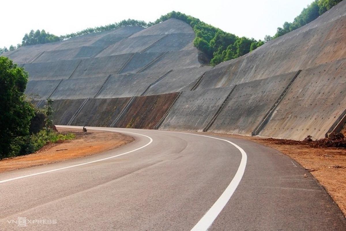 Cao tốc La Sơn - Túy Loan sẽ kết nối với cao tốc Bắc Nam. Ảnh: Võ Thạnh.
