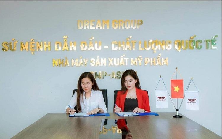 Nhân viên công ty Dream Group trong một buổi họp.