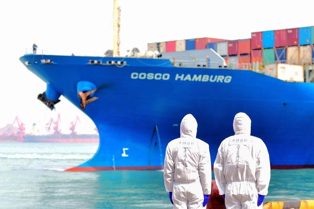Một tàu container tại Thanh Đảo, Trung Quốc. Ảnh: AP