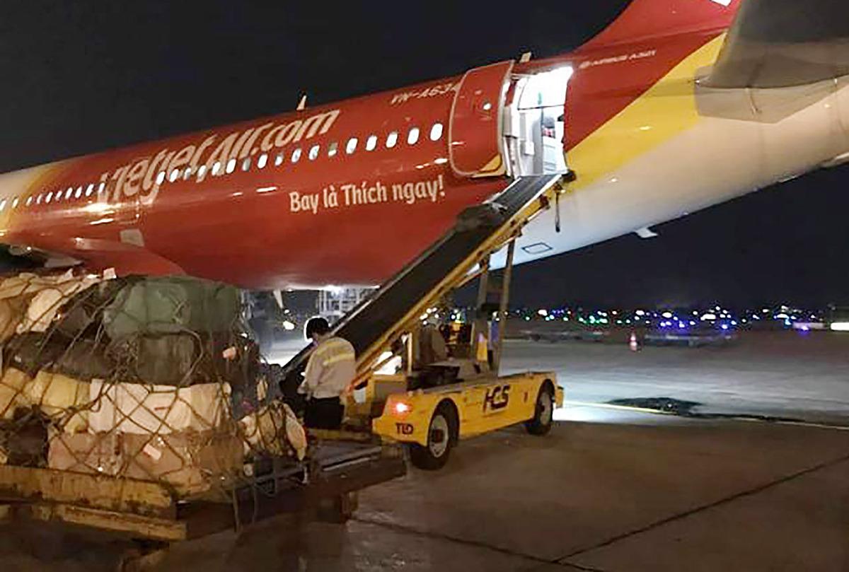 Ngoài những chuyến bay giải cứu hành khách, Vietjet đã thực hiện nhiều chuyến bay vận chuyển hàng hóa, trang thiết bị y tế phòng chống dịch Covid-19.