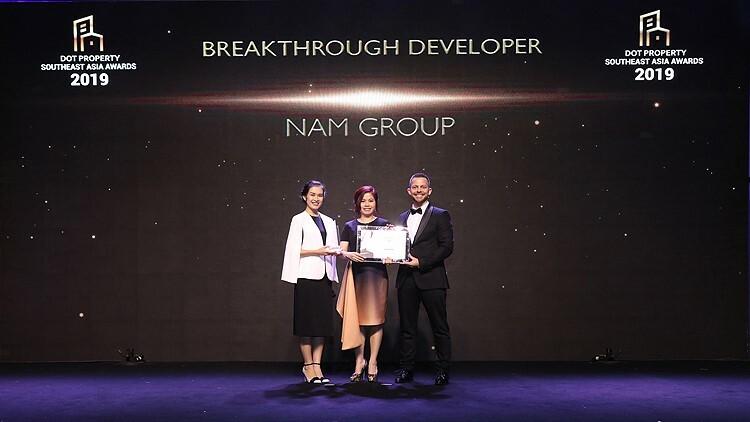 Tập đoàn Nam Group nhận giải thưởng Nhà phát triển bất động sản đột phá Đông Nam Á 2019 tại lễ trao giải Dot Property Southeast Asia Awards 2019.