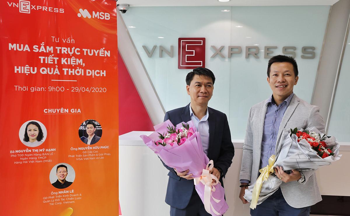Ông Nhân Lê - Giám đốc Phát triển Kinh doanh và Quản lý Đối tác chiến lược của Tiki (phải) và ông Nguyễn Hữu Phúc - Giám đốc cấp cao phát triển sản phẩm và giải pháp, Visa Việt Nam và Lào (trái) tham gia buổi phỏng vấn trực tuyến tại tòa soạn VnExpress.