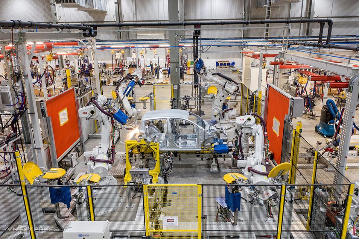 Xưởng sản xuất, lắp ráp thân vỏ của Nhà máy Ôtô Vinfast (Hải Phòng). Ảnh: Cao Tuấn