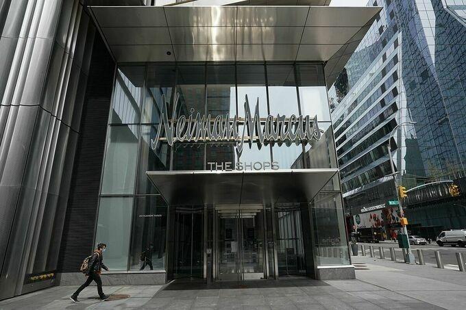 Cửa hàng của Neiman Marcus tại Manhattan bị đóng cửa vì lệnh phong tỏa. Ảnh:Zuma Press