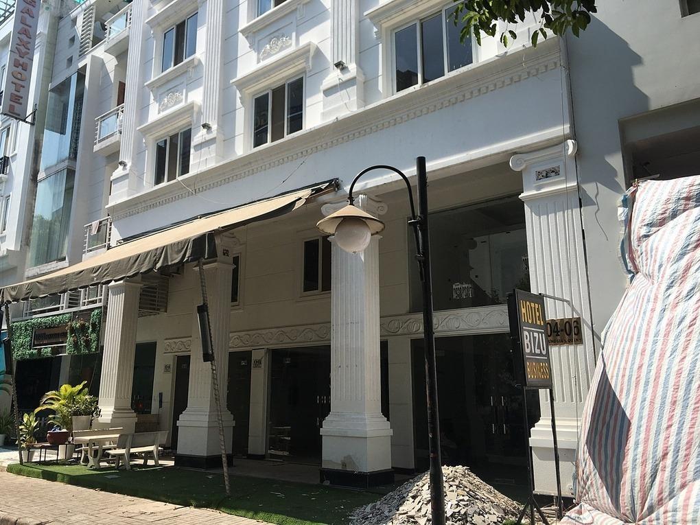 Một khách sạn ở Khu phố Hàn Quốc tại quận 7, TP HCM ngưng hoạtđộng từ chiều 19/3. Ảnh:Nguyễn Nam.