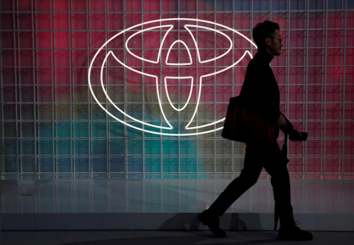 Logo của Toyota bên ngoài sự kiện Toyota Motor Show tháng 10/2019. Ảnh: Reuters.