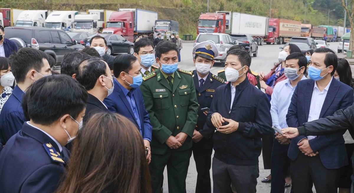 Bộ trưởng Bộ Công Thương Trần Tuấn Anh làm việc tại Lạng Sơn tìm hướng thúc đẩy xuất nhập khẩu qua cửa khẩu trong bối cảnh dịch covid-19.