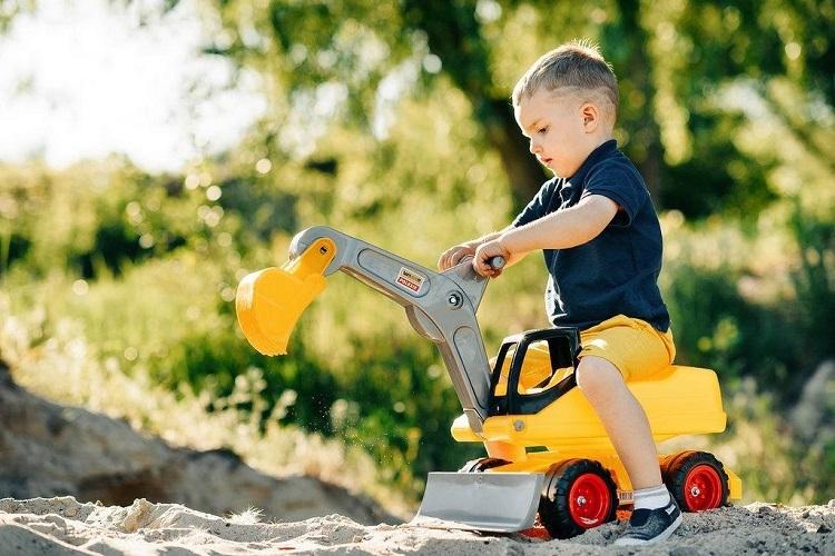 Bên cạnh đó, một sốđồ chơi hướng nghiệp sẽ giúp trẻ học kỹ năng sống, hình thành sở thích, đam mê.Với ống nghe, tua vít hay chiếc chảo bé xinh... bé có thể hóa thân thành kĩ sư, bác sĩ, đầu bếp trong thế giới thu nhỏ. Những hành động bắt chướcsẽ thúc đẩy bé quan sát, học hỏi,hình thành kỹ năng, phát triển trí tưởng tượng,sáng tạo. Trẻtự tin hòa nhập và thể hiện bản thân, đại diện Polesie nói.