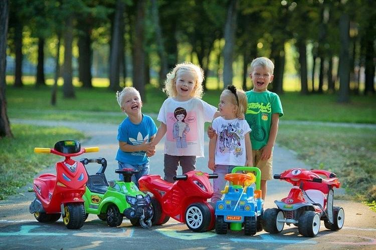 Theo Polesie, bên cạnh các mẫu xe chòi chân, nhiều bé còn thích thú với các sản phẩm đồ chơi vận động ngoài trời. Những món đồ chơi giúp trẻ tăng cường vận động, hoặc hấp dẫn trẻ hoạt động ngoài trời sẽ ngày càng được các bậc phụ huynh lựa chọn.