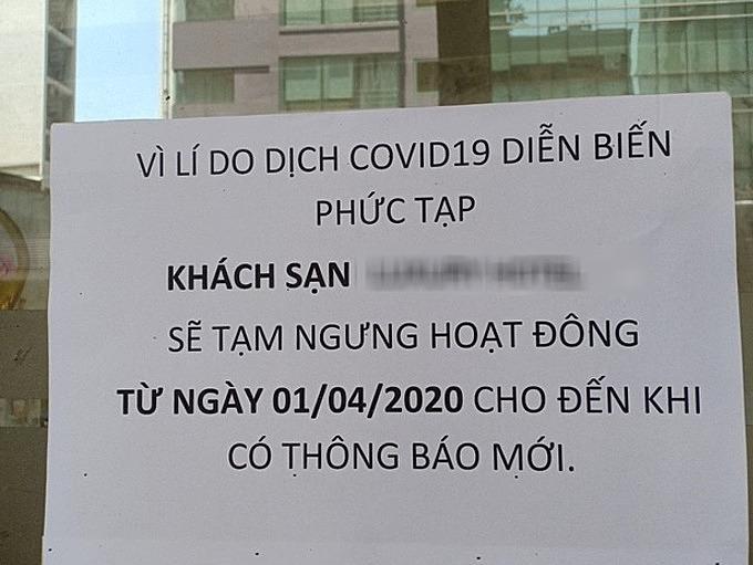 Thông báo ngừng hoạt động vì Covid-19 của một khách sạn tại quận 1 (TP HCM). Ảnh:Nguyễn Nam.