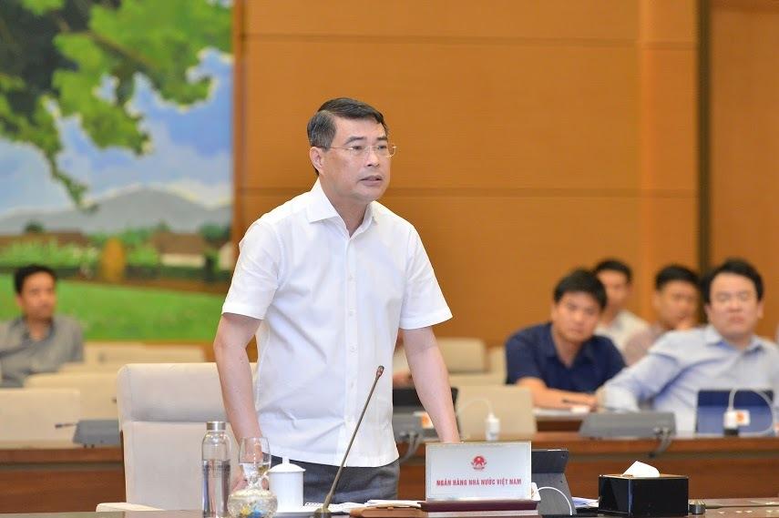 Thống đốc Ngân hàng Nhà nước Lê Minh Hưng nêu ý kiến tại phiên họp chiều 16/5. Ảnh: Trung tâm báo chí Quốc hội.