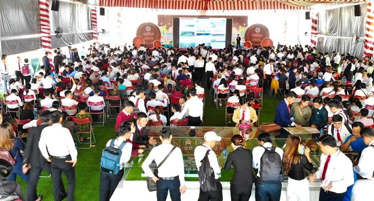 Một sự kiện mở bán dự án Cát Tường Western Pearl thu hút lượng lớn khách hàng quan tâm.