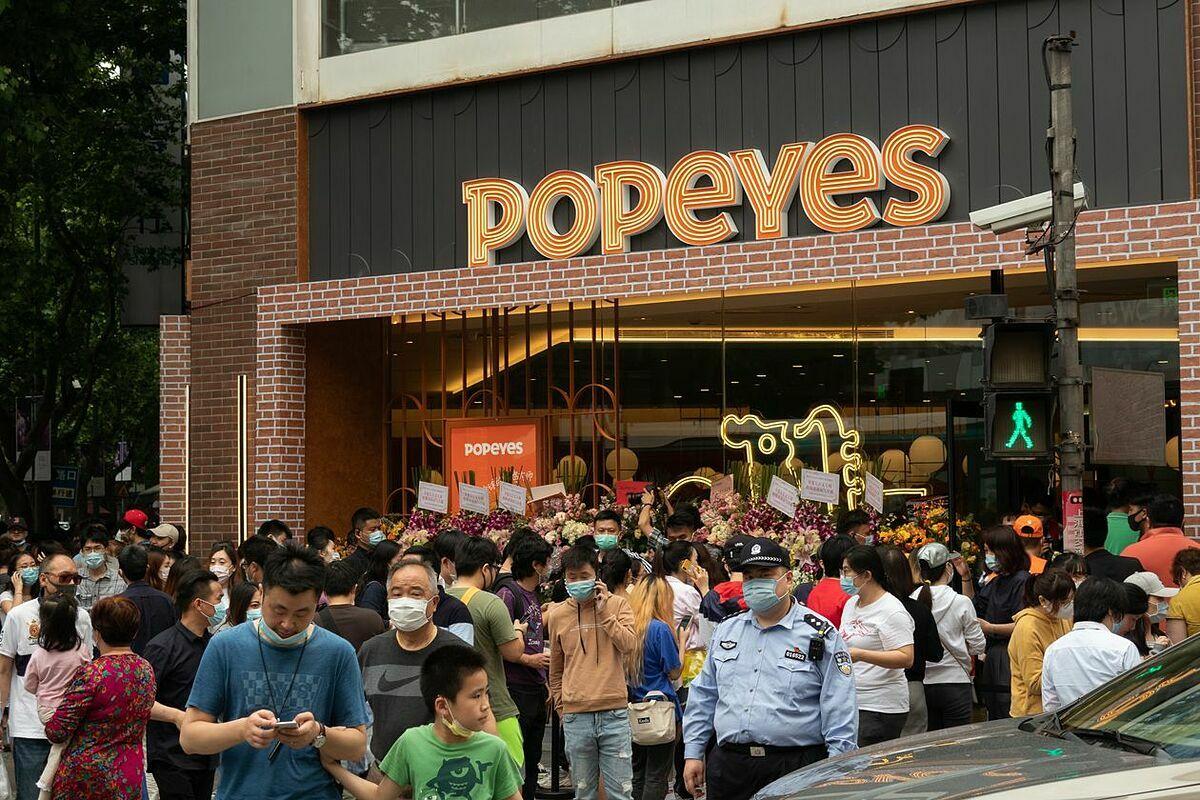 Cửa hàng của Popeyes khai trương tại Thượng Hải tuần trước. Ảnh: Reuters