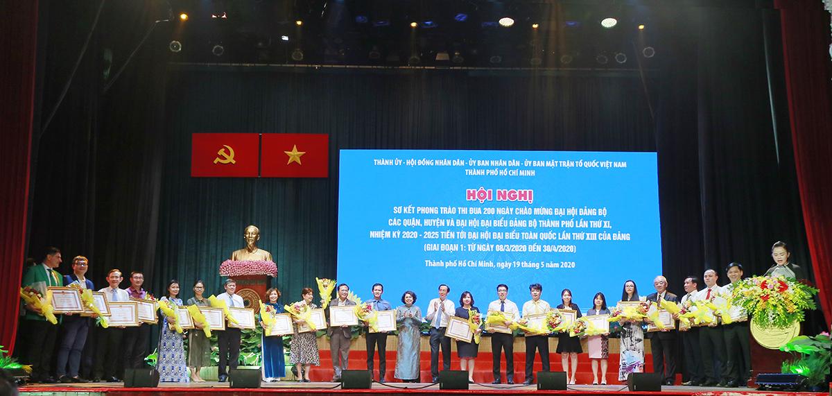 Sáng 19/5 vừa qua, UBND TP. Hồ Chí Minh đã trao tặng bằng khen cho 26 đơn vị doanh nghiệp đã có những đóng góp tích cực phòng chống Covid-19