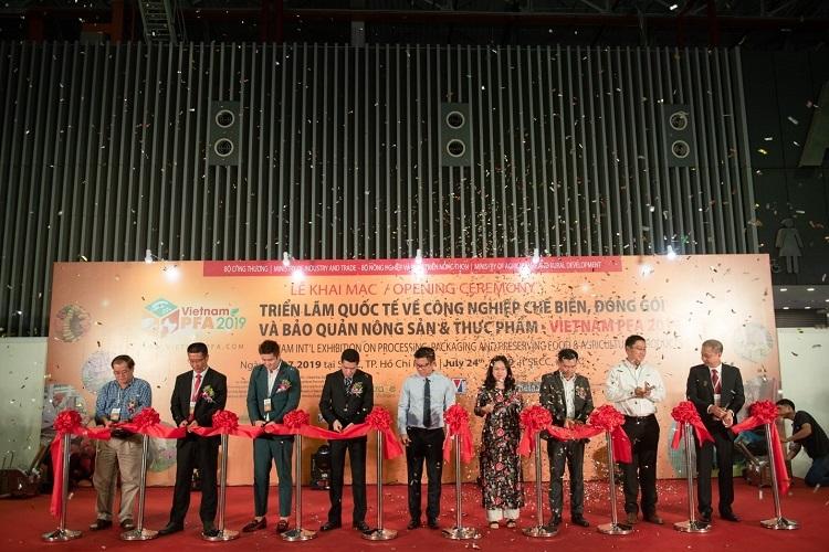 Cắt băng tại lễ khai mạc Triển lãm Vietnam PFA 2019
