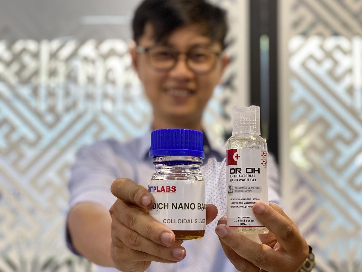 Sản phẩm gel rửa tay khô nano bạc doSHTPLabs phát triển và xuất khẩu. Ảnh: Tấn Tư