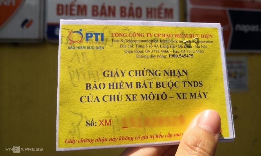 Một giấy chứng nhận bảo hiểm bắt buộc trách nhiệm dân sự của xe máy. Ảnh: Quỳnh Trang.
