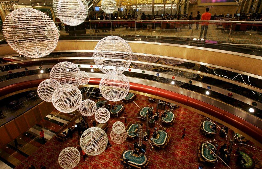 Bên trong casino Grand Lisboa trước khi mở cửa. Ảnh: AP