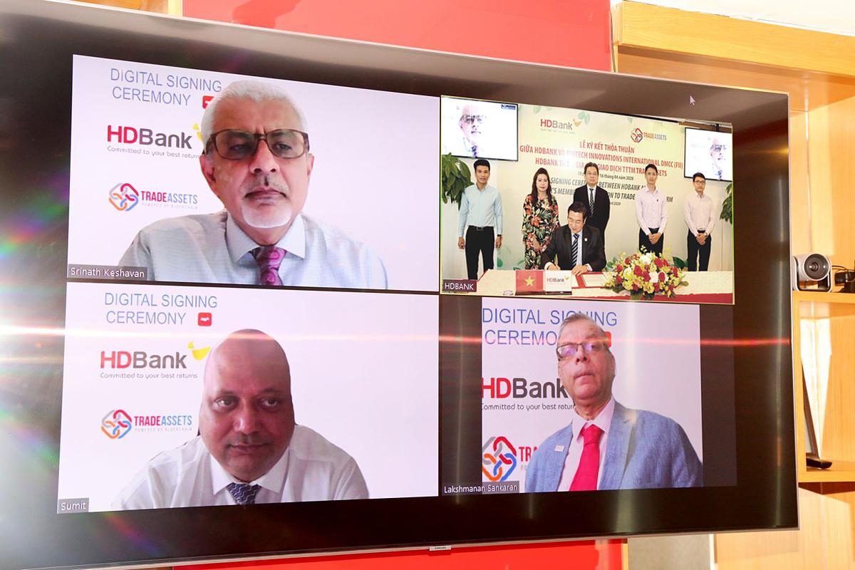 Lễ ký kết tổ chức trực tuyến ở ba đầu cầu TP HCM, Singapore và Dubai.