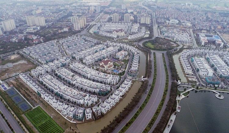 Đường Chu Huy Mân tại quận Long Biên dài 2.400 m, rộng 40 - 81 m, bắt đầu từ đường Nguyễn Văn Linh (quốc lộ 5) đến khu đô thị Vinhomes Riverside, là một trong những dự án giao thông lớn được triển khai trên địa bàn. Ảnh: Giang Huy.