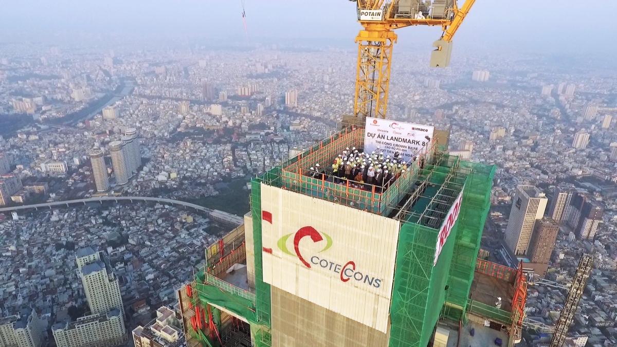 Coteccons làm lễ cất nóc một dự án tại TP HCM.