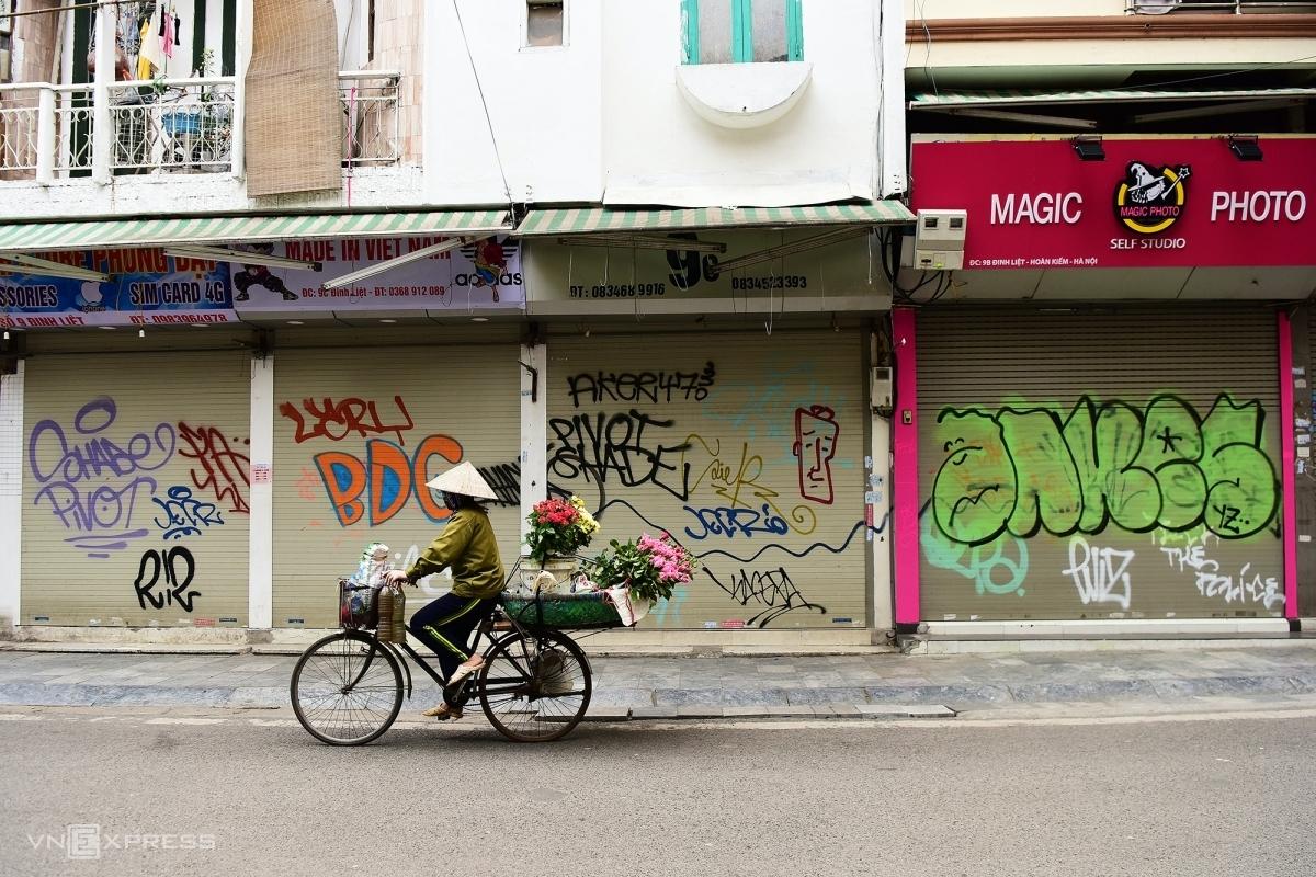 Hàng quán tại Hà Nội đóng cửa trong giai đoạn giãn cách xã hội. Ảnh: Giang Huy.