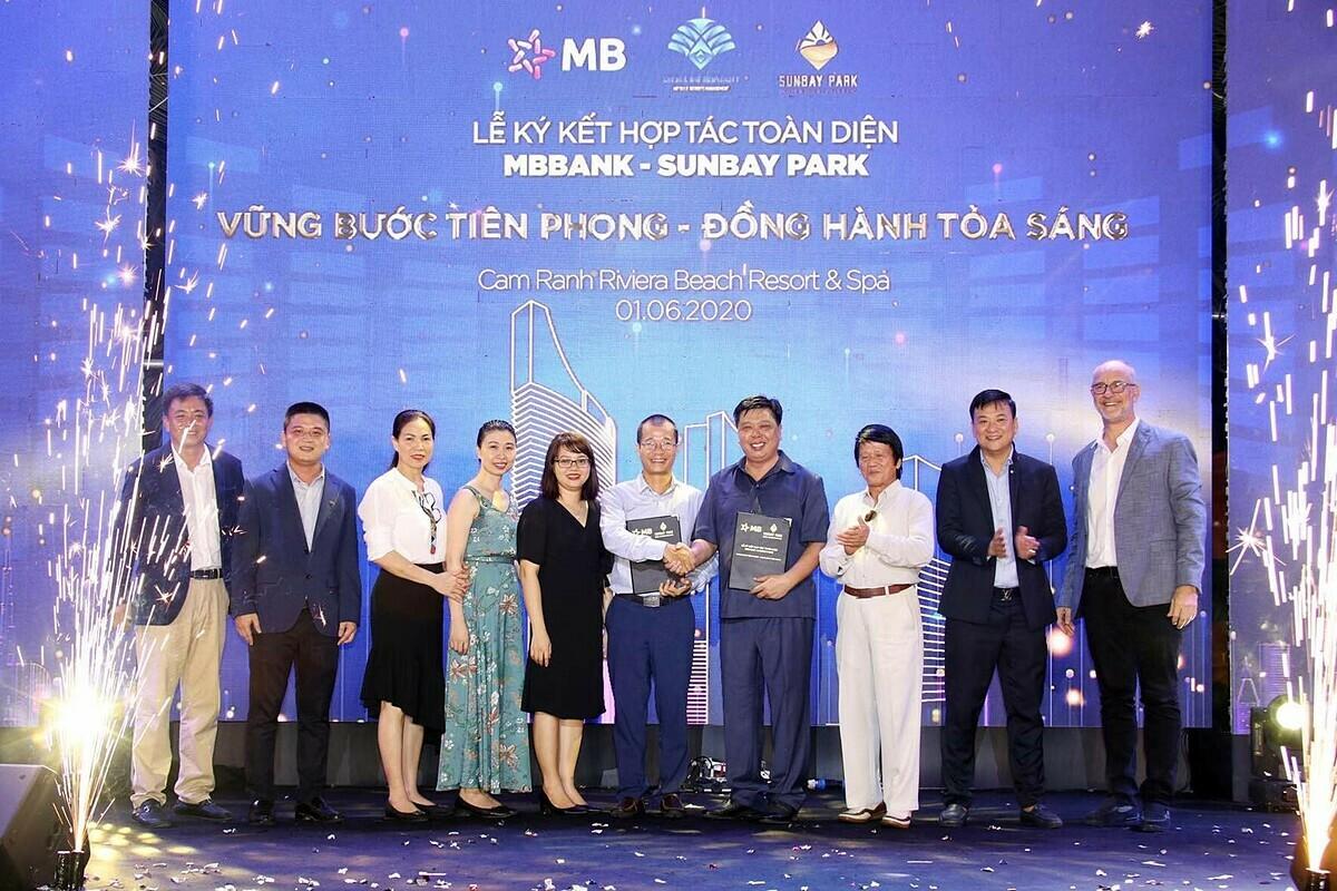 Lễ ký kết hợp tác toàn diện giữa Ngân hàng TMCP Quân Đội (MB) và Công ty CP SunBay Ninh Thuận hôm 1/6.
