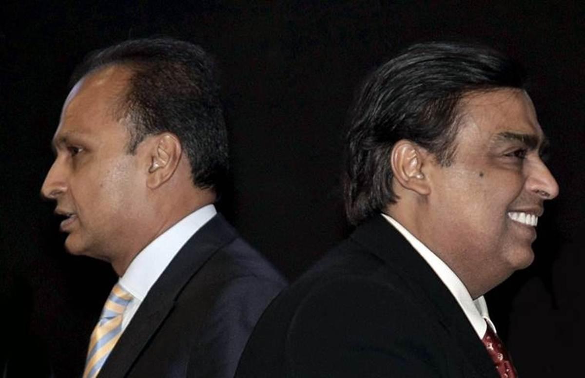 ÔngMukesh (bên phải) và ông Anil (bên trái). Ảnh: FT