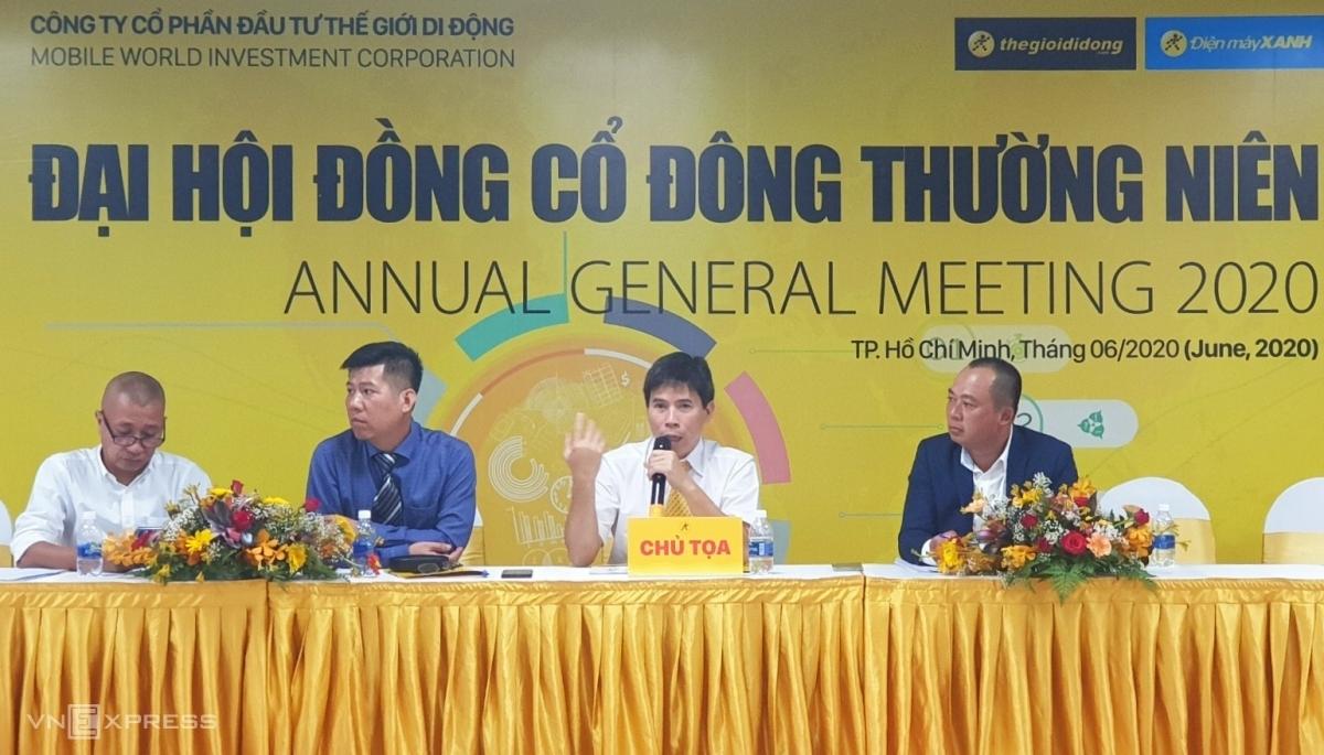 Ông Nguyễn Đức Tài trả lời chất vấn của cổ đông tại phiên họp thường niên chiều 6/6. Ảnh: Phương Đông.