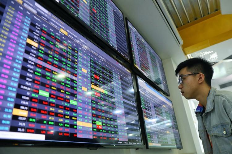 Dòng tiền bắt đáy nhập cuộc, VN Index tăng hơn 16 điểm
