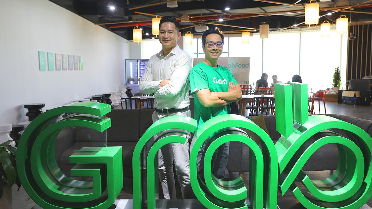 Ông Kenneth Tan - Phó chủ tịch phụ trách Đầu tư Gobi Partners (trái) và ông Chris Yeo - Giám đốc Grab Ventures.