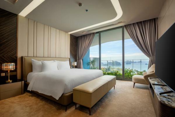Phối cảnh phòng ngủ của một biệt thự tại Flamingo Cát Bà Beach Resort.