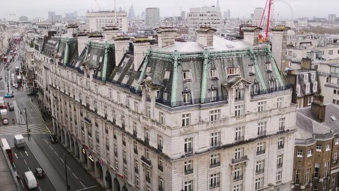 Khách sạn Ritz tại London từng thuộc sở hữu của nhàBarclay. Ảnh: FT