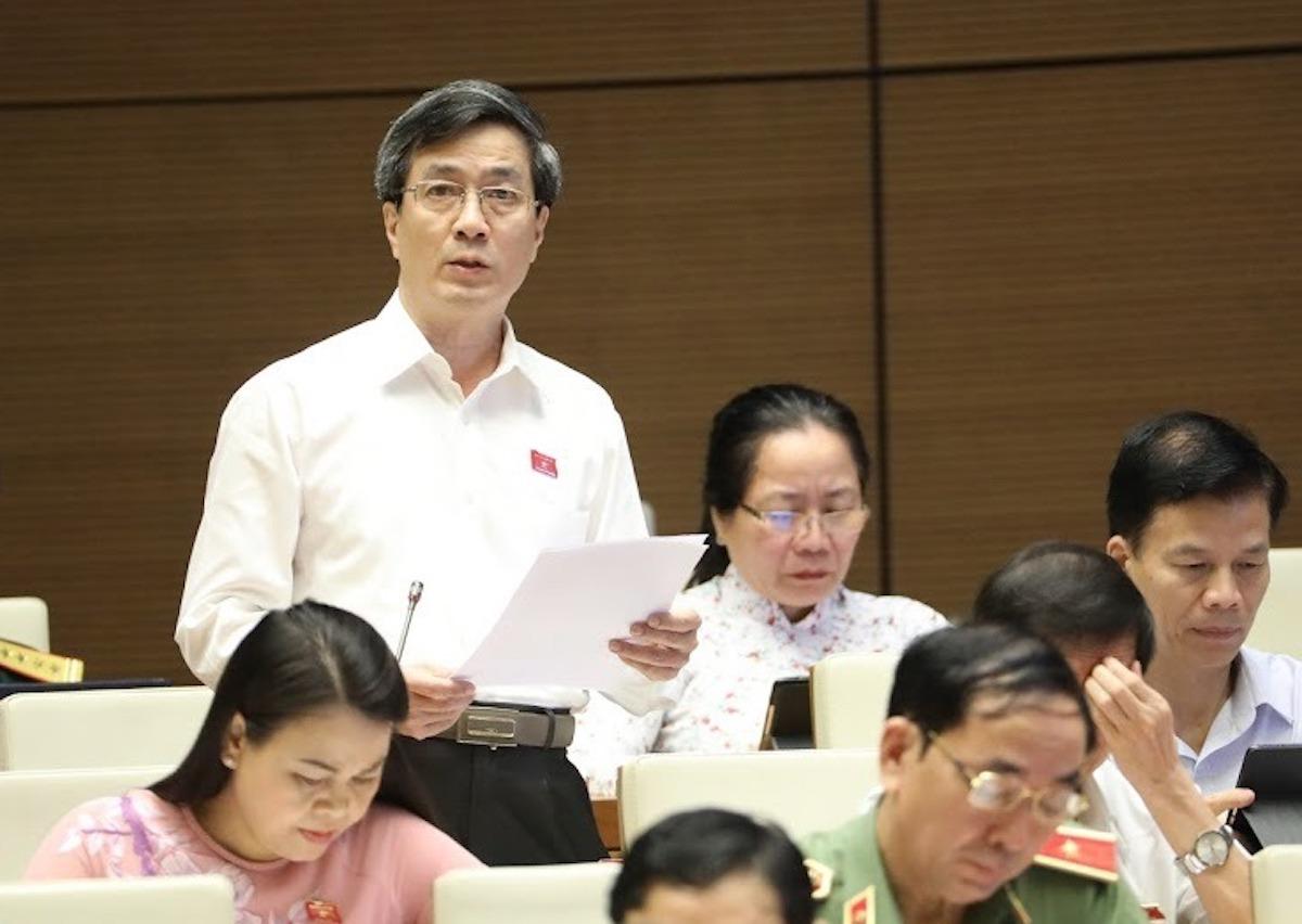 Ông Bùi Thanh Tùng - đại biểu Quốc hội TP Hải Phòng góp ý tại phiên thảo luận kinh tế xã hội ngày 15/6. Ảnh: Hoàng Phong