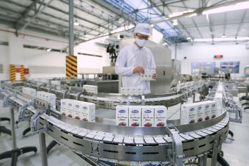 Công nghệ sản xuất hiện đại giúp sản phẩm Vinamilk đáp ứng tiêu chuẩn của các thị trường xuất khẩu.