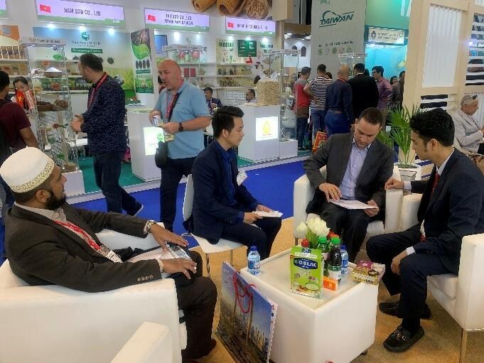 Vinamilk tham gia Hội chợ Gulfood Dubai và ký kết thành công hợp đồng xuất khẩu sữa trị giá 20 triệu USD.