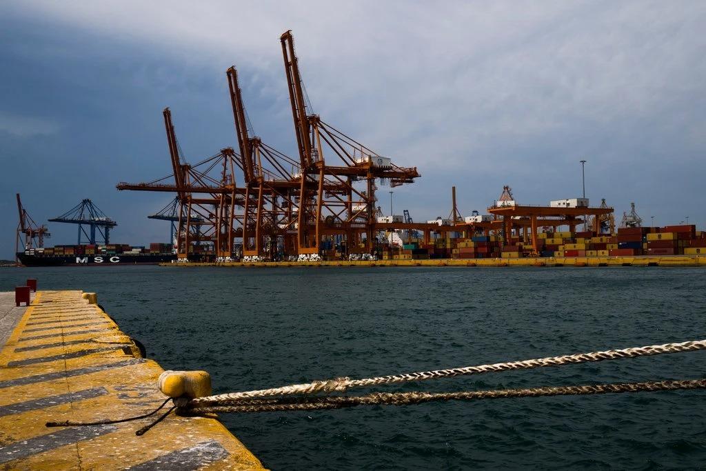 Cảng Piraeus (Hy Lạp) sở hữu bởiCosco (Trung Quốc). Ảnh: NYT
