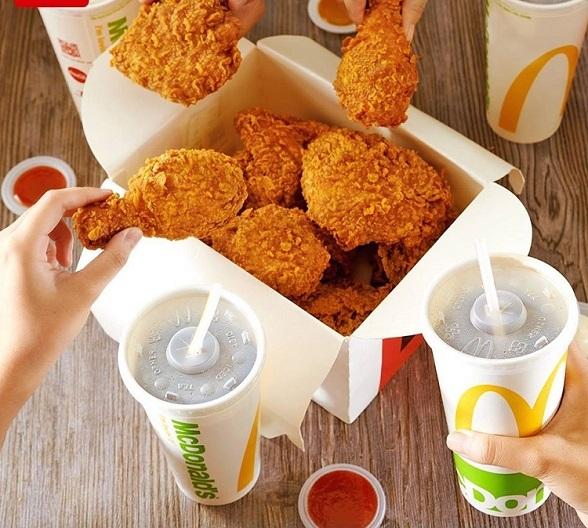 Món gà rán giòn da thấm thịt McDonalds.
