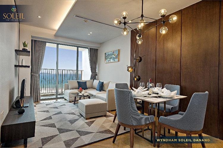 Căn phòng hiện đại với tầm nhìn hướng biển.