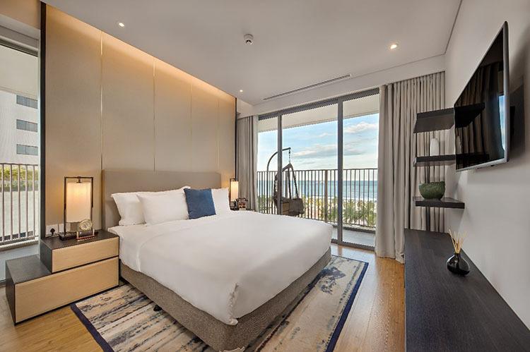 Phòng ngủ hướng trực diện biển tại Ethereal.